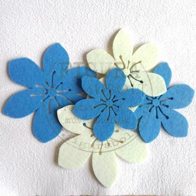 Filc dekorációs figura szett: 6 szirmú virágok 3 méret 90-125mm, 8db vegyes - KÉK-FEHÉR