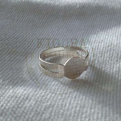 Gyűrű alap, ezüst színű, állítható 4-5mm széles szár, 8mm tárcsa