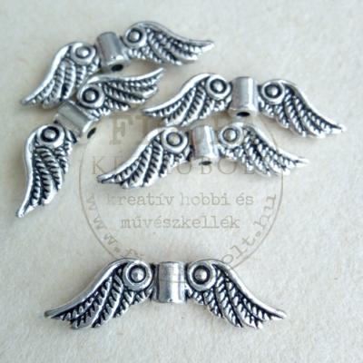 Fém dísz (átfűzhető köztes vagy medál) angyalszárny ezüst tollas-karikás 23mm